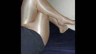 Crossdresser in very shiny pantyhose,men in very shiny tights