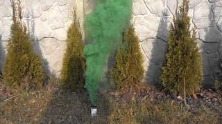 medium green smoke bomb.avi