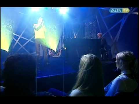 """Morten Harket Magne Furuholmen a-ha sings """"Stay on these roads"""" live with Kristian Valen"""