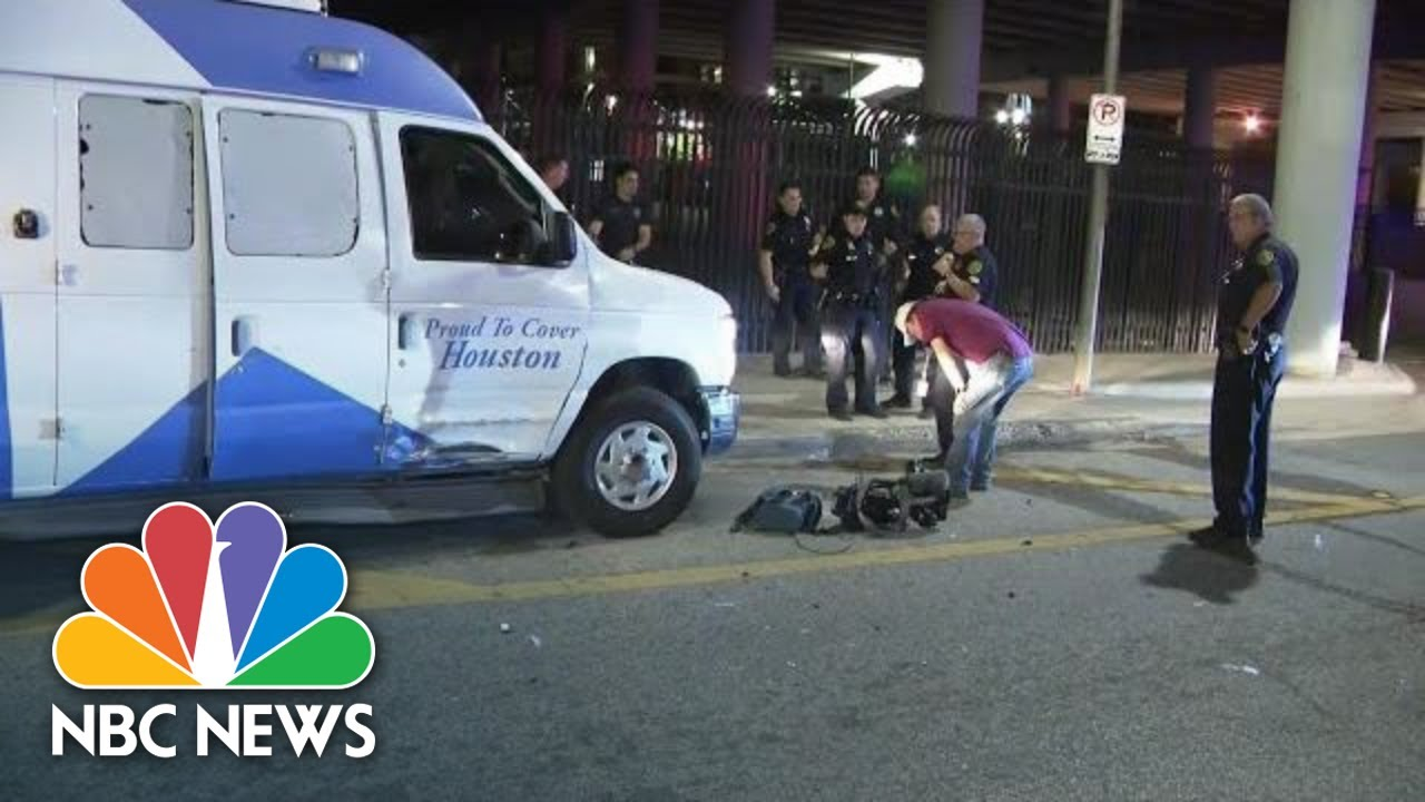 man-tries-to-carjack-houston-news-van-before-stealing-police-car-nbc-news