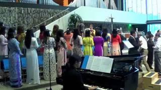 Bé Hiền Dạo Piano - Đẹp Thay