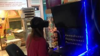 Ужасы и девушка в Oculus Rift