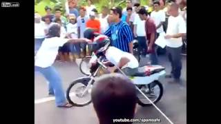 Download Video DRAG racing on DRUGS! Motorcycle Racing Accident Caught on CAM MP3 3GP MP4