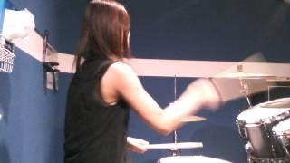 東大卒ドラマーのYUNAによるdrum cover 動画。4週目。 以前、ライブで...