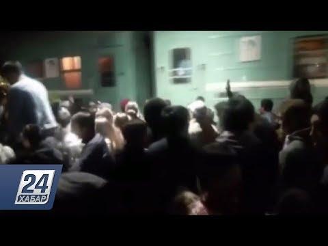 Стихийный праздник на вокзале сняли на видео в Караганде