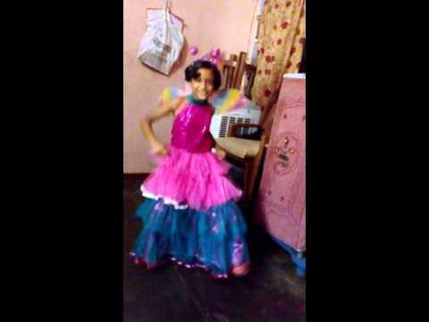 Aaj blue hai Pani Pani (Yaariyan) Shristi Pundir dance