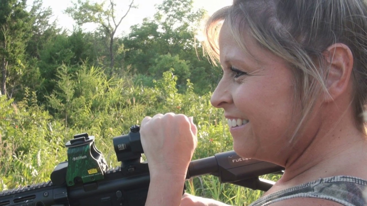 a98ec51acefa Michelle Guess Kills A Hog With Eotech HWS