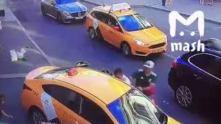 Москвадагы Кыргыз таксисти 8 адамды сузуп кети