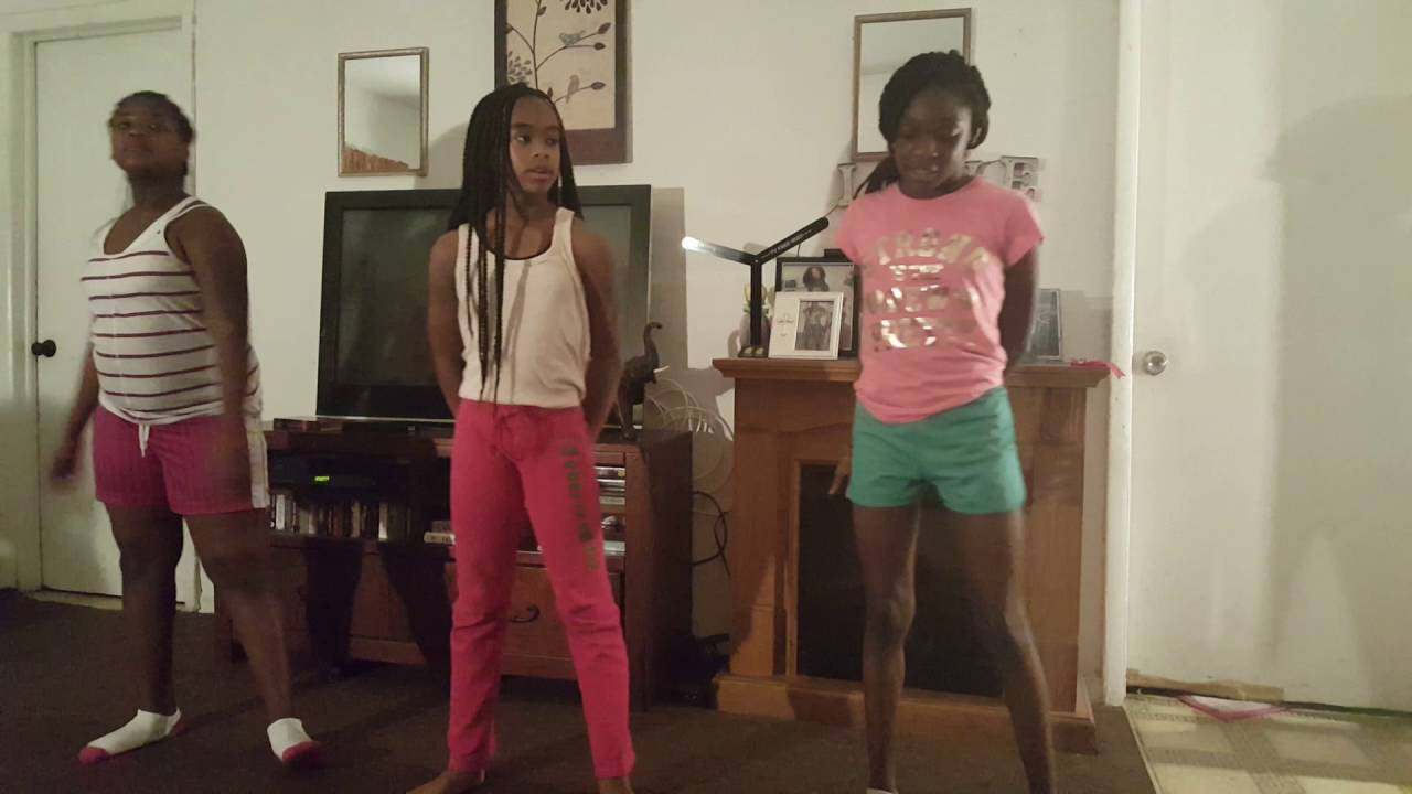 Three Young Black Beautiful Talented Young Girls Singing O -8147
