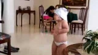 niña baila como Shakira