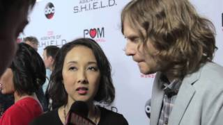 Maurissa Tancharoen & Jed Whedon – Marvel's Agents of S.H.I.E.L.D. on the Red Carpet