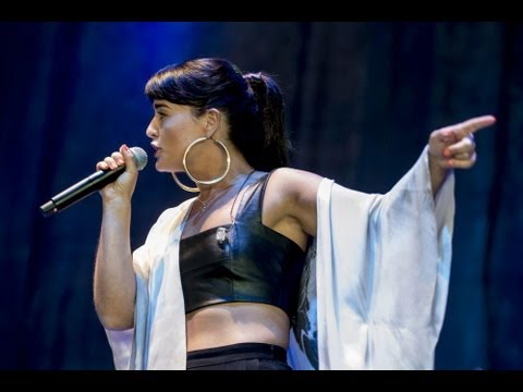 Jessie Ware - Wildest Moments (Live at V Festival 2013)