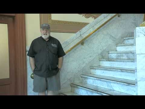 Bill Windsor of Lawless America reporting from courthouse of corrupt Judge Gordon GODfrey