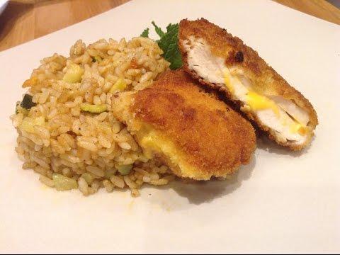 poulet-pané-au-cœur-de-fromage-et-riz-aux-légumes-cuit-au-four