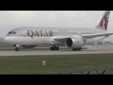 Qatar Boeing 787-8 Dreamliner Close-up Takeoff from Manchester Airport