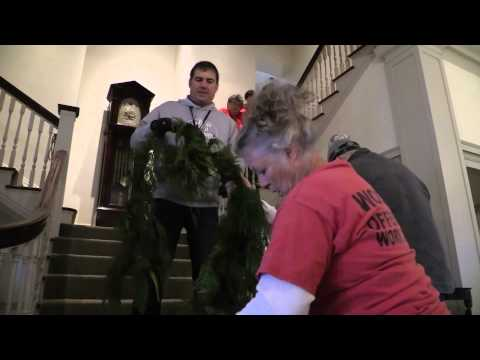 Inmates Decorate State Executive Residence for Holidays