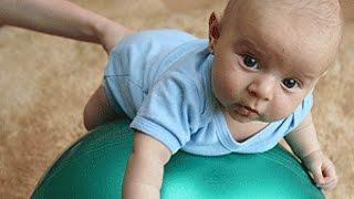 Упражнения с мячом для детей(Мяч гимнастический прекрасно подходит для развития мышц и двигательных способностей у младенцев от 4 мес...., 2014-11-20T15:13:59.000Z)