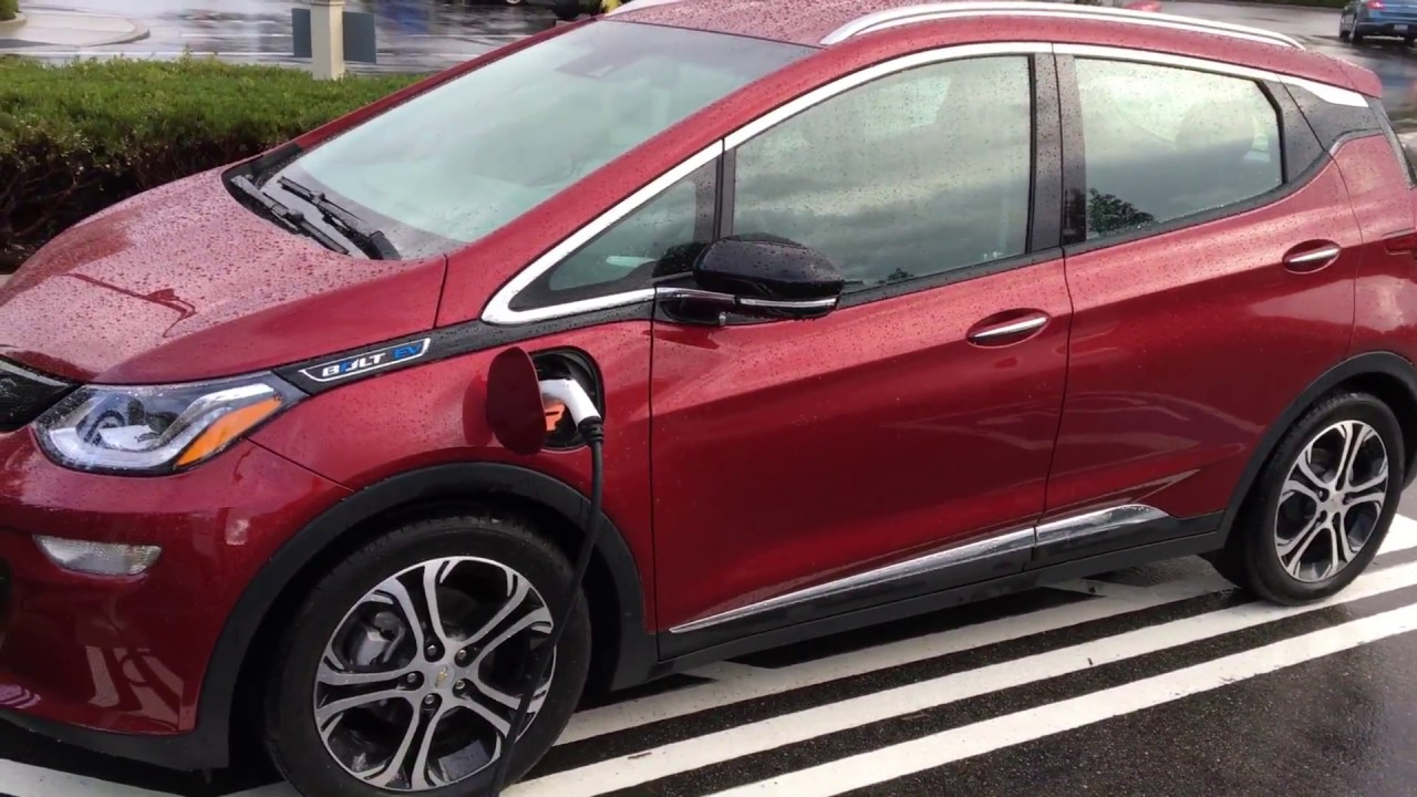 racing2learn exclusive 2017 chevrolet bolt ev walk around at chevy california press event youtube. Black Bedroom Furniture Sets. Home Design Ideas