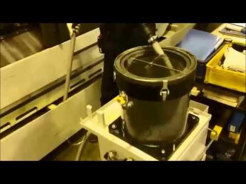 クーラントタンクの切粉を取り除く アメロイド日本サービス社のクーラント掃除機 VC2型