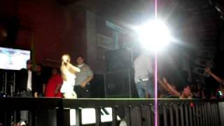 Tito el Bambino en el potrero night club