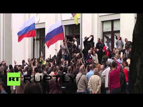 Ukraine: Lugansk administration building stormed by Pro-Russians