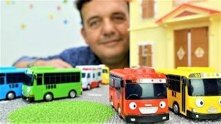 Vídeo de JUGUETES. COCHES para Niños. Juegos con Coches. Autobuses Tayo