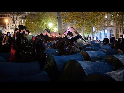 Police forcefully remove migrants from central Paris square in 'shocking' scene