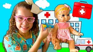 SARAH BRINCA DE MÉDICA E SALVA O BEBÊ COM CATAPORA ⭐️ Kid Pretend Play With Doctor