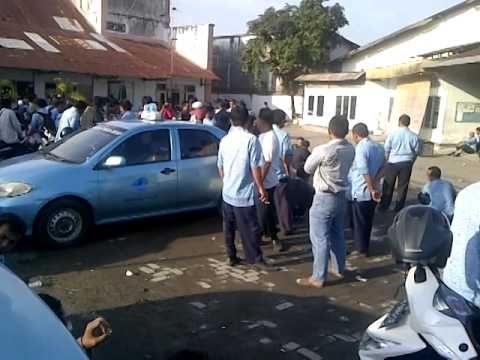 blue bird group... kisruh di pull lombok taxi
