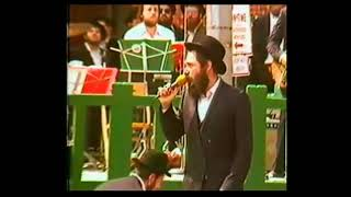 Baixar MBD singing Live in the presence of the Lubavitche Rebbe in 5743 part 3