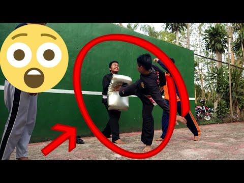 Latihan Silat Satria Muda Indonesia.  Dahsyatnya power tendangan SMI
