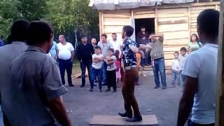 Танцы на цыганской свадьбе
