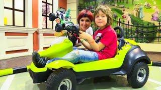 Водим машину в Мастерславле с Машей и Адрианом! Игрушки Майнкрафт.