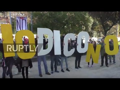 Italy: Beppe Grillo leads protest in anti-referendum rally