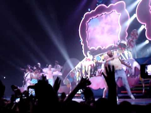 Chicao in: Katy Perry - Teenage Dreams live in dublin