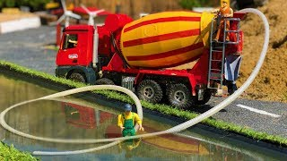 BRUDER TRUCK cement mixer WATER transport! Thirsty horses action video for kids!