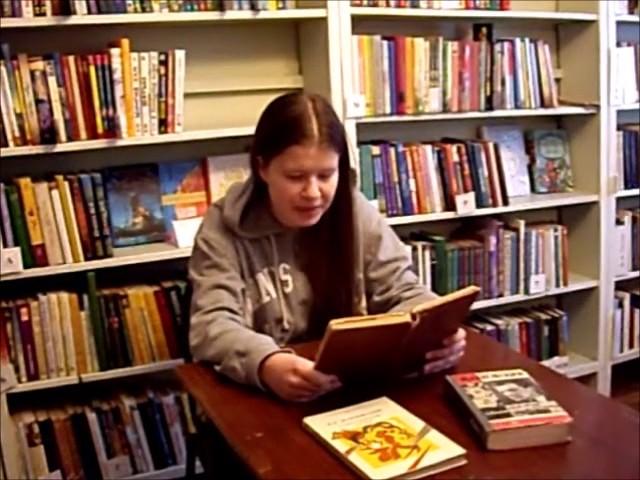 Изображение предпросмотра прочтения – АнастасияНемальцева читает произведение «Даёшь изячную жизнь» В.В.Маяковского