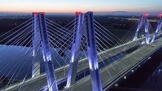 Nowy most S7 Kraków, iluminacja o zmierzchu.