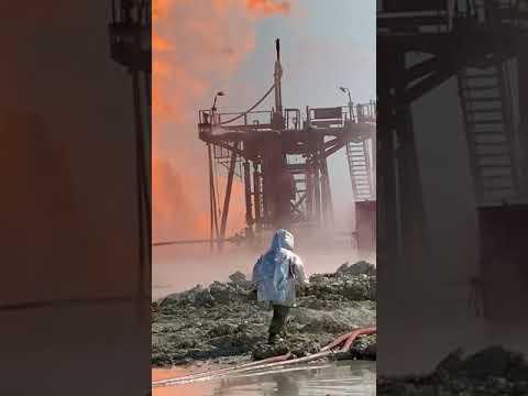Каспий в огне и нефти: пожар на месторождении «Каламкас» не могли потушить с понедельника - 1