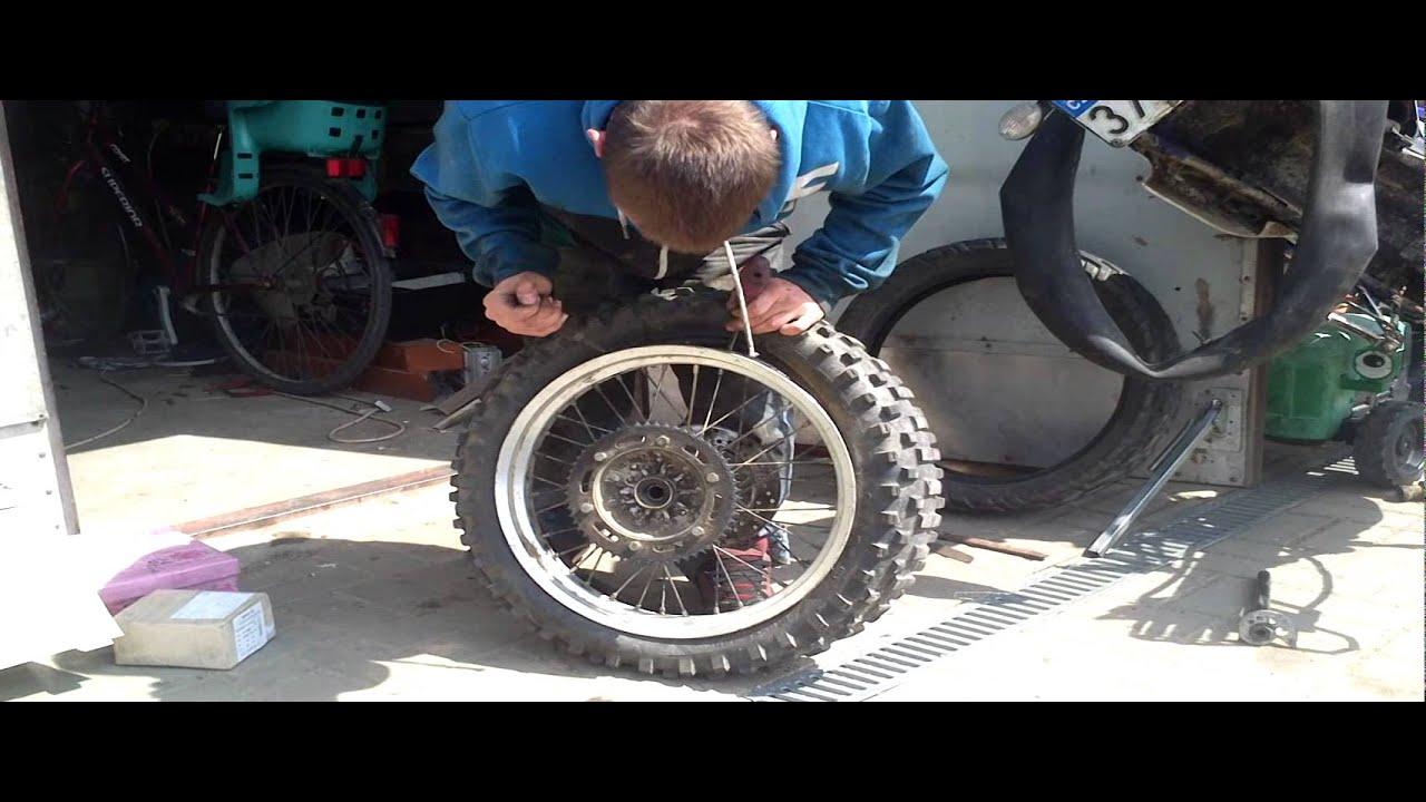 Jak sundat pneu z motorky