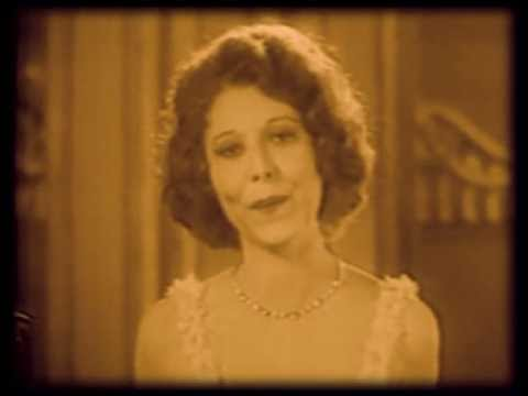 1930's Fashion - Rare film of Annette Hanshaw