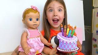 Маша готовит торт из пластилина Play Doh на день рождения кукле Бэлле