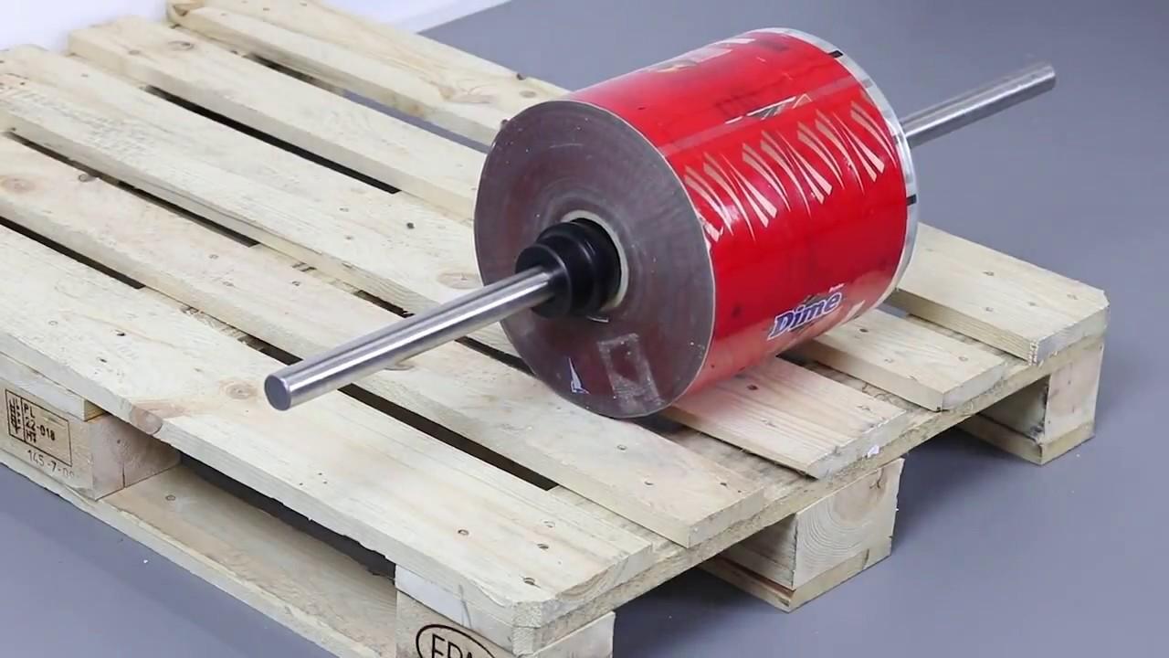 Carretilla elevadora con horquillas para manipular bobinas con eje