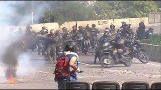 Seven national guard officers were injured after a device was detonated during an opposition protest today [Monday], according to interior minister Néstor Reverol. The device was hidden inside a bag next to a barricade. Click here to subscribe to Eyewitness news: http://bit.ly/EWNSubscribe  Read full article on Eyewitness news: http://ewn.co.za/2017/02/22/gauteng-health-mec-working-to-restore-confidence-in-dept  Like and follow us on: http://bit.ly/EWNFacebook AND https://twitter.com/ewnupdates  Keep up to date with all your local and international news: https://ewn.co.za   Produced by:CNN