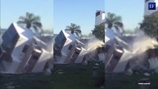 Momento exacto del derrumbe de una casa en Monterrey