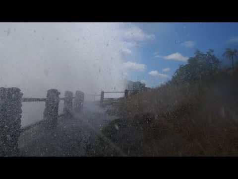 P4176355   Natte wandeling Victoria watervallen