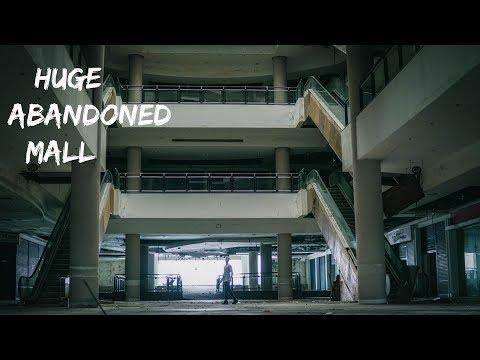 SNEAKING INSIDE A HUGE ABANDONED MALL - JOHOR MALAYSIA