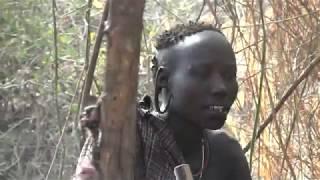 La Aislada Tribu Mursi de Etiopia.mov