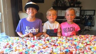 🍬KIDS GET TONS OF CANDY AT PARADE🍭🍫 | PARADE CANDY HAUL | DYCHES FAM