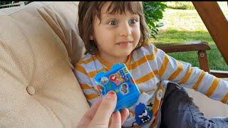 Fatih Selim ile mavi lego küp açtık.içinden çıkan parçalarla uçak yaptık.
